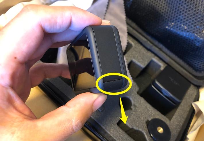GoPro HERO8 のサイドカバーの空け方