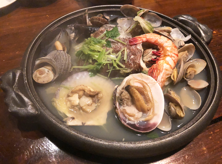 豪快!鯛頭、海老、貝盛り浜焼き →〆は旨味溢れてる出汁でラーメンか雑炊をどうぞ@はたはた