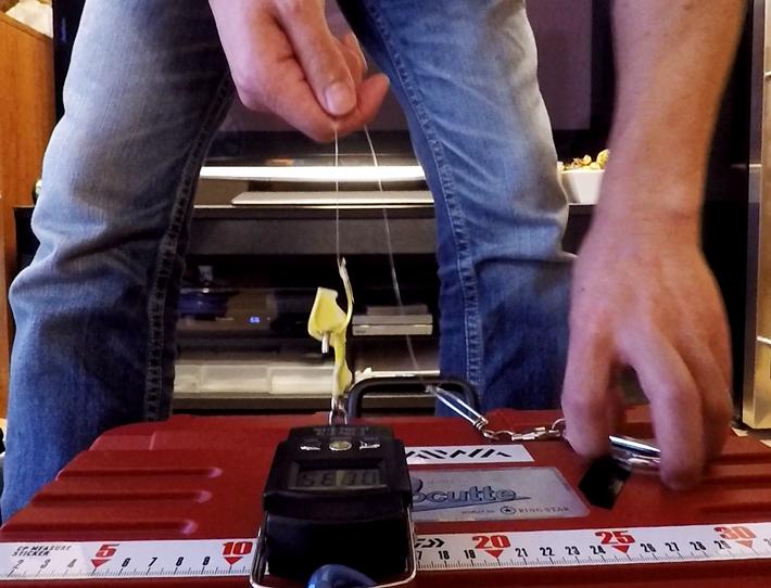 針が飛んでいかないようにマスキングテープで養生