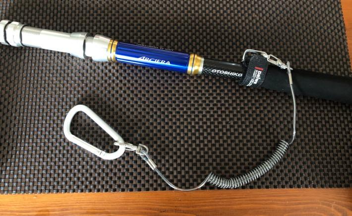 落し込みタックルに尻手ベルト+尻手ロープ+カラビナを付けてます。